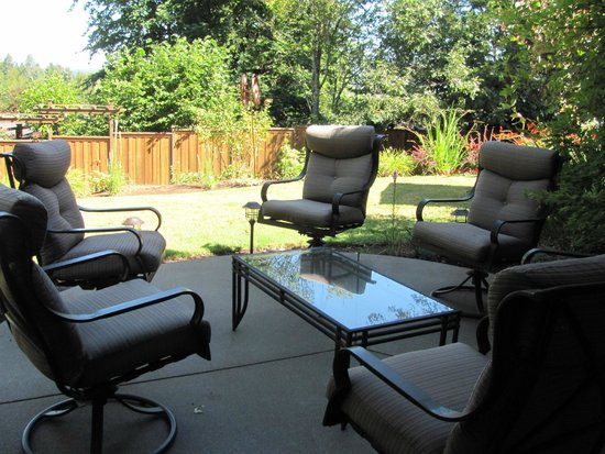 Augusta House Bed and Breakfast: Private patio-Entourage Suite