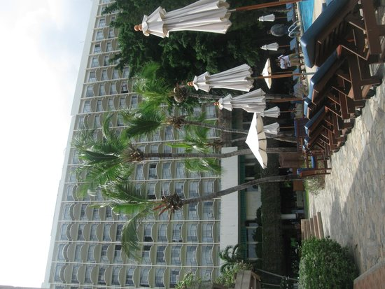 Montien Hotel Pattaya: View from Pool side