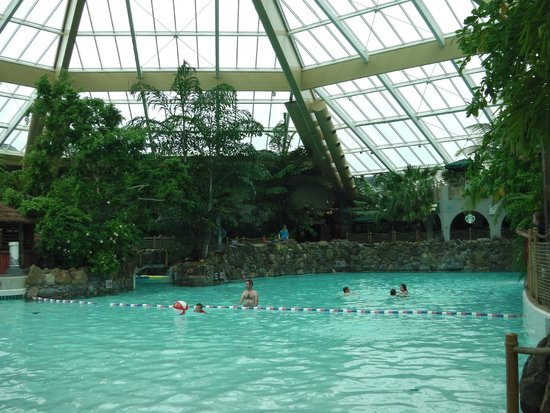 Wave pool picture of center parcs elveden forest - Elveden forest centre parcs swimming pool ...