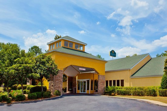 Photo of La Quinta Inn & Suites Valdosta / Moody AFB