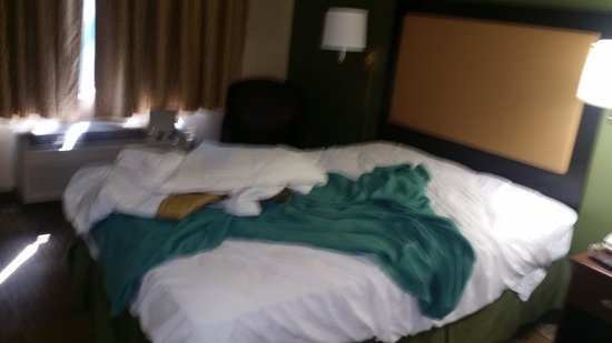Extended Stay America - Orange County - Katella Ave.: dirty room