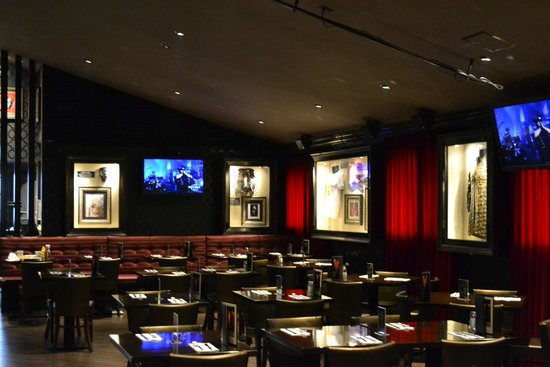 Typical hard rock interior picture of hard rock cafe tokyo minato tripadvisor for Is it hard to become an interior designer