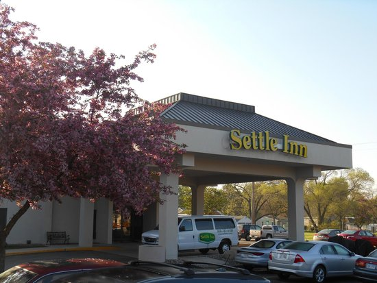 Settle Inn & Suites La Crosse