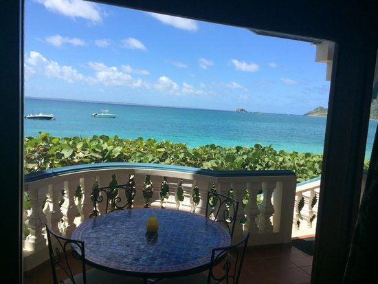 Le Petit Hotel: View of the ocean from our patio