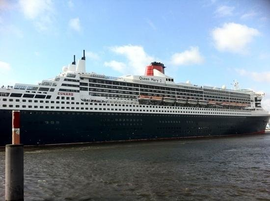 25hours Hotel HafenCity: queen mary 2