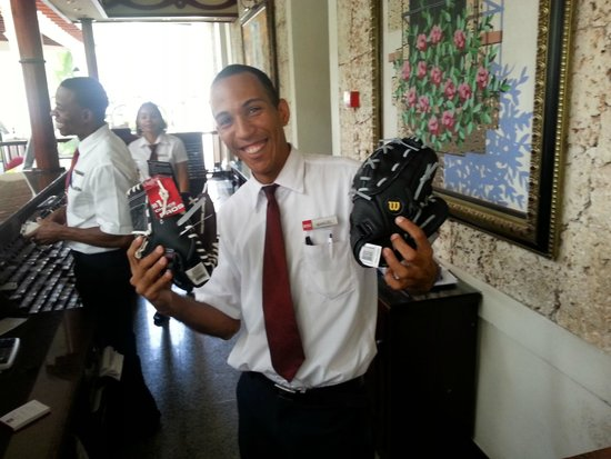 ClubHotel Riu Bambu: Ppeople metioned this guy in their reviews - I gave him the baseball gloves for his kids