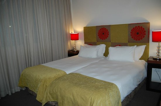 Hotelkamer picture of strand tower hotel cape town central tripadvisor for Hotelkamer
