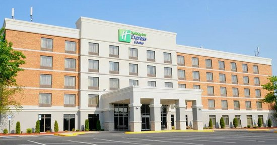 Holiday Inn Express & Suites Laurel