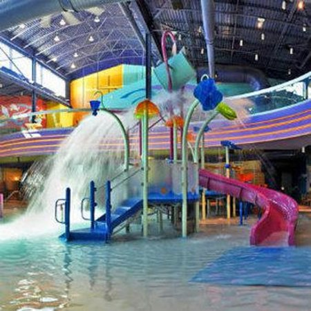 Onsite Indoor Waterpark Surfing And River Pool Picture Of Hotel Cascada Albuquerque