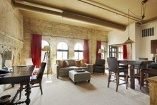 Baron Suite Picture Of The Brewhouse Inn Suites Milwaukee Tripadvisor