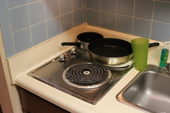 Oak Square at Gatlinburg: Kitchen 2 electric burners with no Clear power levels.