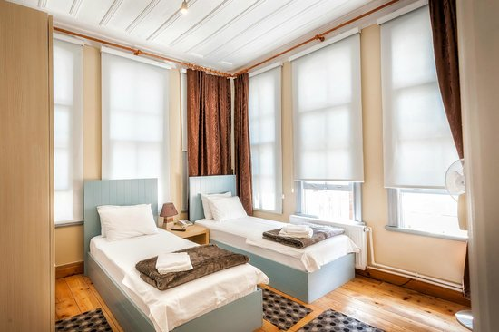 Twin room picture of educa suites istanbul tripadvisor for Educa suites istanbul