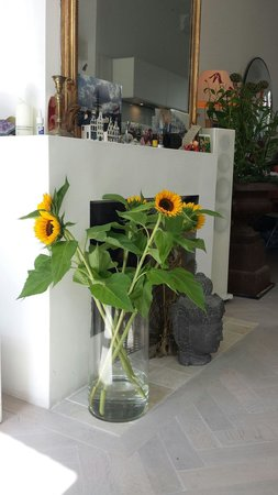Amstel Corner Hotel: Sunflowers beautiful details every day
