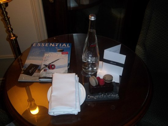 Fairmont Hotel Vancouver: Lovely gift left in the room