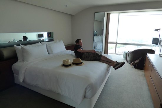 Andaz West Hollywood: Our room with the comfiest, biggest bed