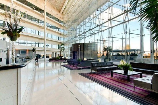the hilton hotel heathrow The hilton hotel heathrow terminal 4 is one of two hotels walkable from terminal 4 a footbridge / walkway (undercover and luggage friendly) connects.