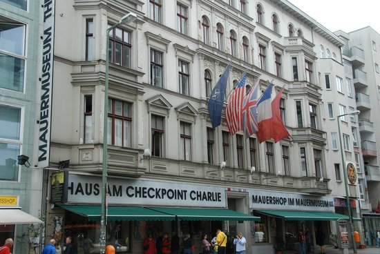 museum haus am checkpoint charlie picture of berlin wall. Black Bedroom Furniture Sets. Home Design Ideas