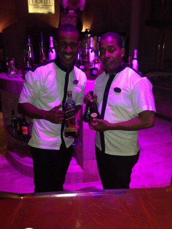 Paradisus Punta Cana: Two of out favorite bartenders.