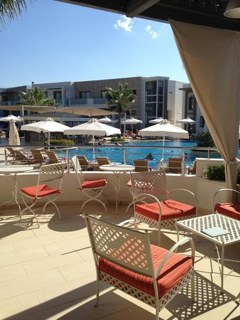 The Lesante Luxury Hotel & Spa: Bar looking over Pool areas