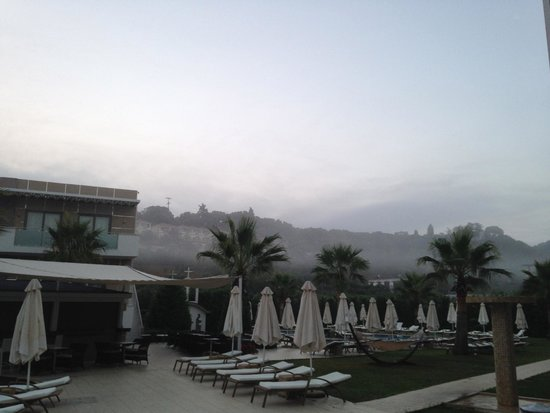 The Lesante Luxury Hotel & Spa: Misty morning, before it reached 38c !