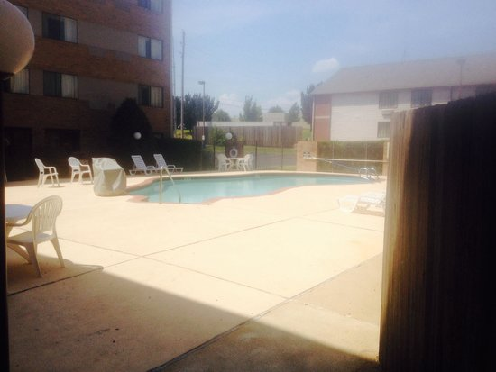 Country Inn & Suites By Carlson, Tulsa Central: Courtyard Pool