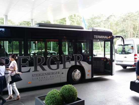 shuttle bus picture of steigenberger airport hotel frankfurt tripadvisor. Black Bedroom Furniture Sets. Home Design Ideas