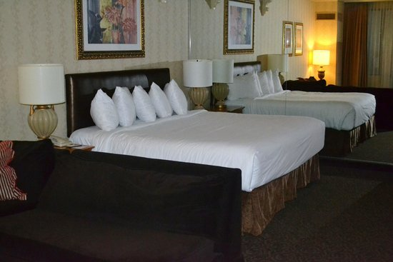 Horseshoe Casino and Hotel: Comfortable bed, lot's of pillows