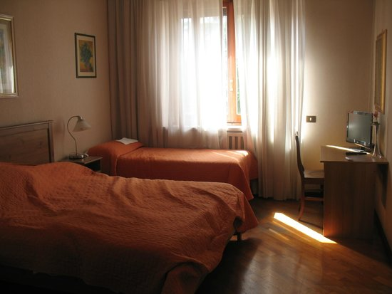 The Home in Rome Kosher Bed and Breakfast: La chambre