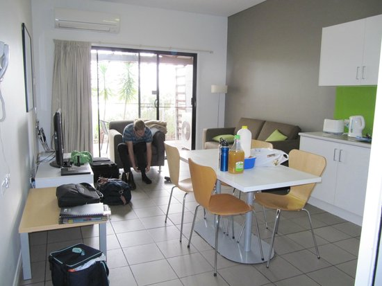 Majestic Oasis Apartments: 2 Bedroom Apartment living area