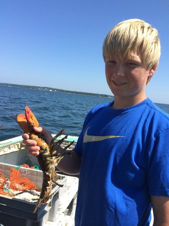 Lobster Boat Tour w/ Captain Clive Farrin: Great time catching live