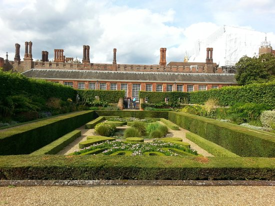 versailles hampton court palace and st Hampton court palace:  hotels near st george's university of  i would choose chateau de versailles over this palace and entrance fee is over price compare to.