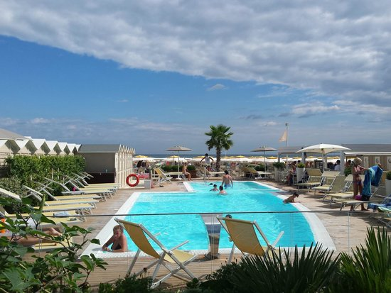 The top 10 things to do near hotel augustus riccione for Bagno 42 rimini