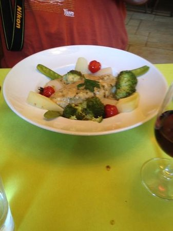 Poached fish picture of vezelay yonne tripadvisor for Poaching fish in wine