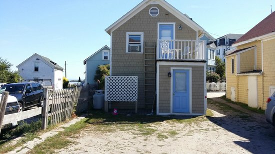Side view of sherman cottage picture of blue dory inn for Block island cottage