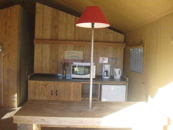 Mobil holme bien quip picture of camping des baleines for Cuisine equipe