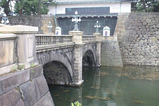 puente - Picture of The East Gardens of the Imperial Palace (Edo Castle Ruin)...