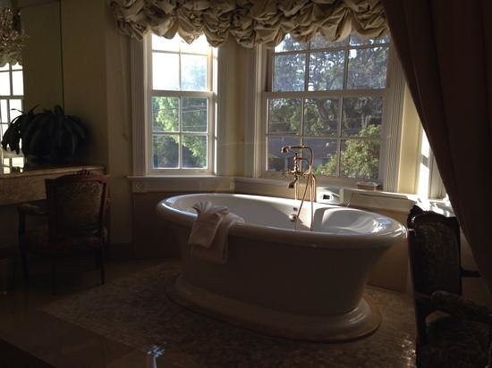 Santa Ynez Inn: such a romantic bath!
