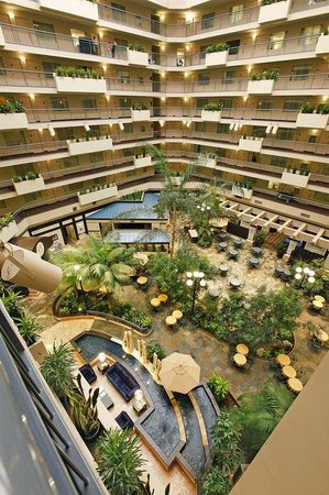 Garden Atrium Picture Of Embassy Suites By Hilton Seattle Tacoma International Airport