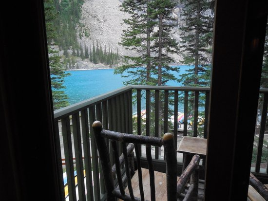 Balcony picture of moraine lake lodge lake louise for Lake louise cabin rentals