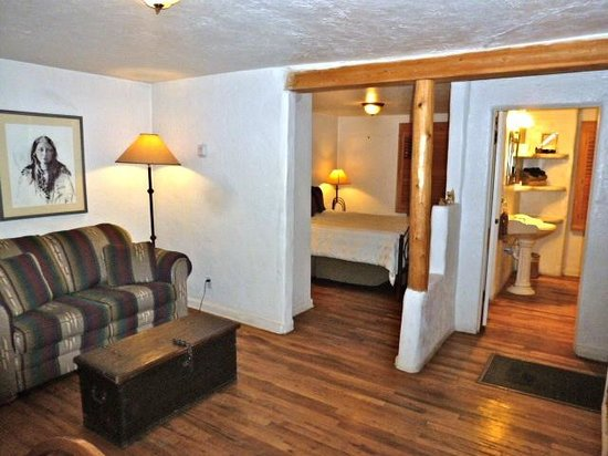 Chapelle Street Casitas: Cute casita with living room, kitchen, bedroom and bath