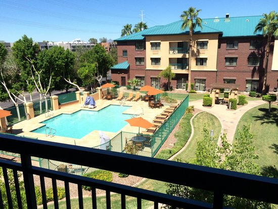 Courtyard by Marriott Tempe Downtown: Great view of the pool.