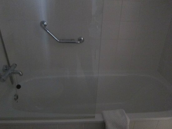 shower picture of radisson blu hotel dublin airport cloghran tripadvisor. Black Bedroom Furniture Sets. Home Design Ideas
