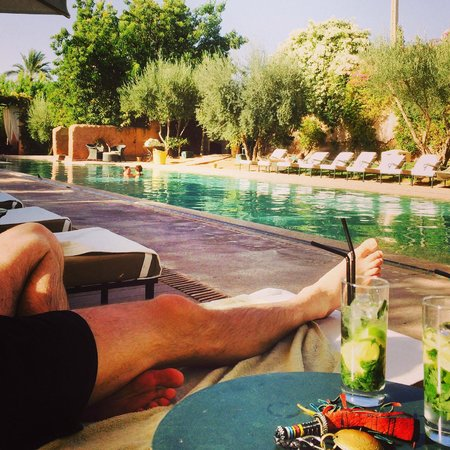 Les Deux Tours: Mojitos by the pool