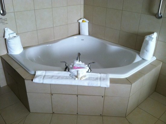 Fargo Hotels With Jacuzzi In Room