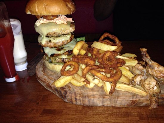 Woking, UK: Steakout Man vs Food challenge meal.