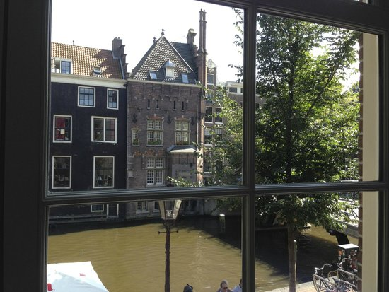 Velvet Amsterdam Bed and Breakfast: View from window over canal