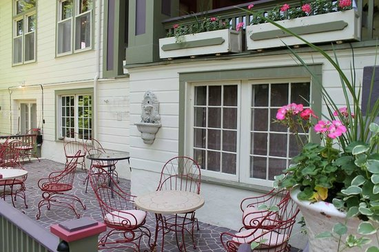 Our fairview terrace is pet friendly picture of terrace for 1911 restaurant at the terrace inn
