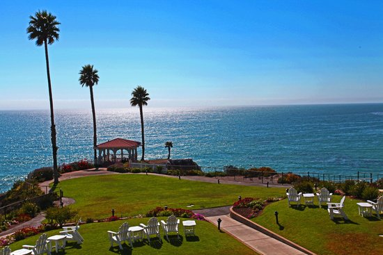 Comfortable king size bed and couch best western shore for Best western pismo