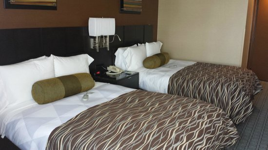 Radisson Hotel Whittier: two double beds