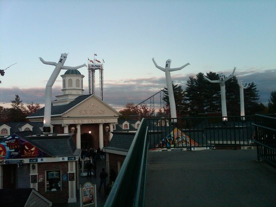 Six Flags New England Hotel Deals